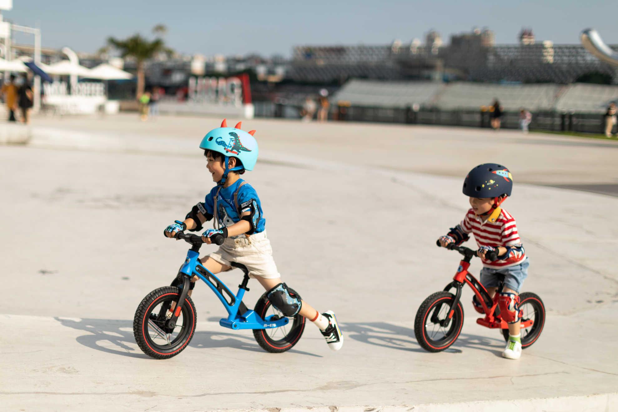 Akční obrázky Micro Balance Bike Deluxe Blue