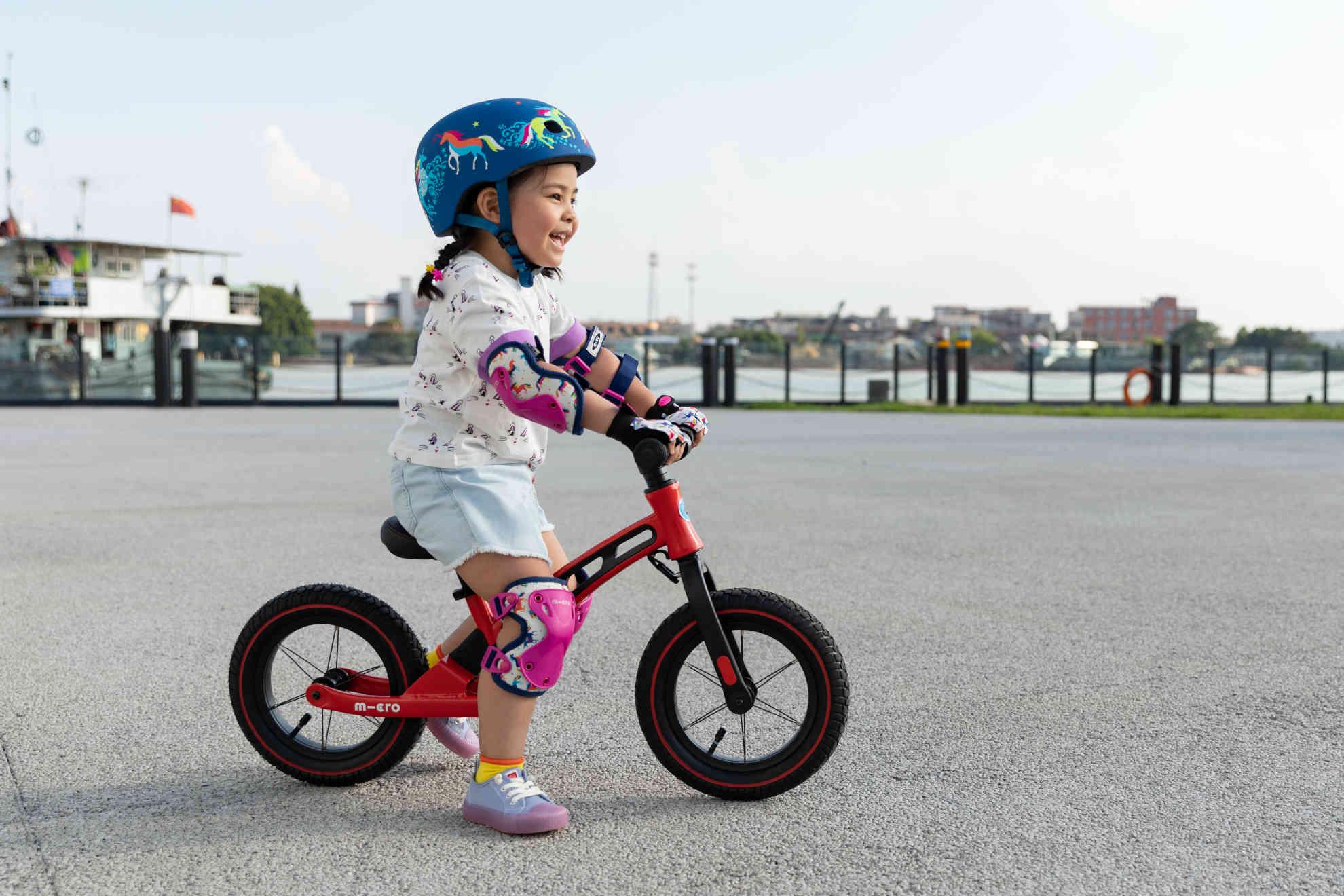 Akční obrázky Micro Balance Bike Deluxe Red