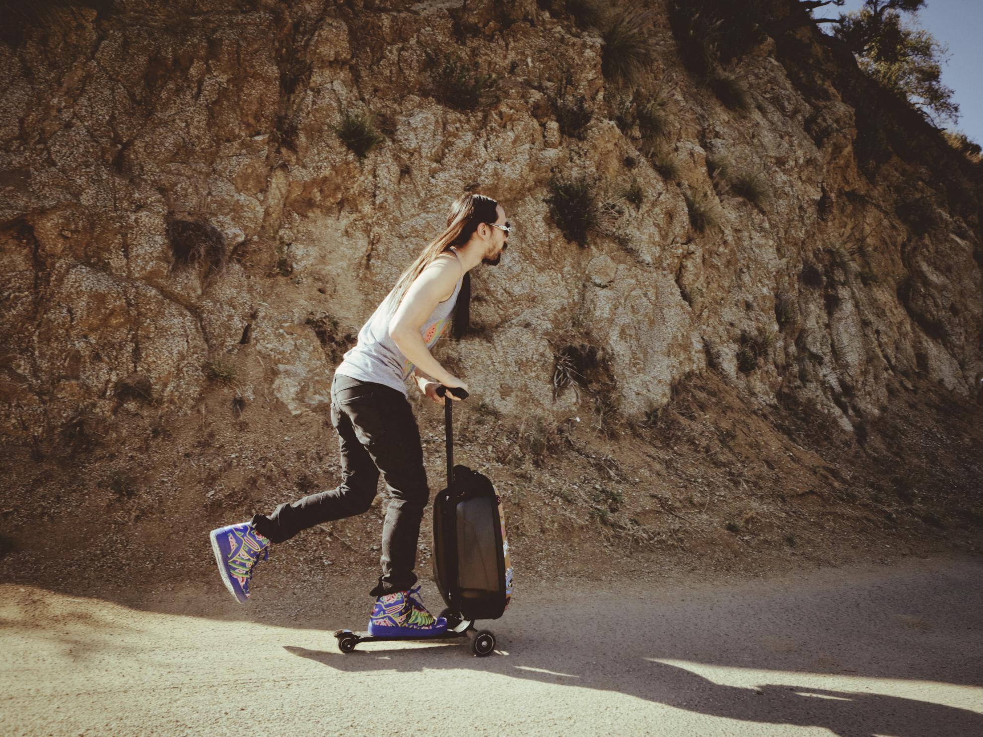 Akční obrázky Micro Luggage II - Steve Aoki Sound2go
