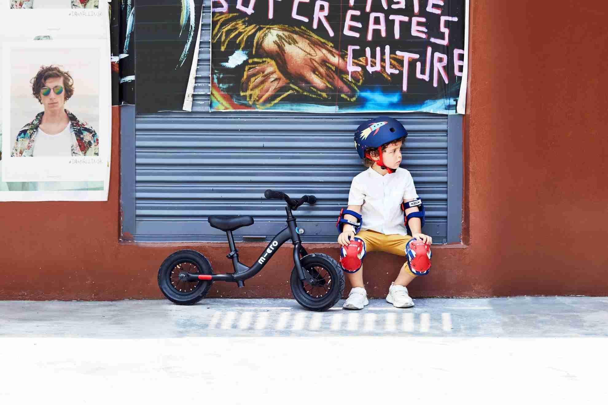 Akční obrázky Micro Balance Bike Black